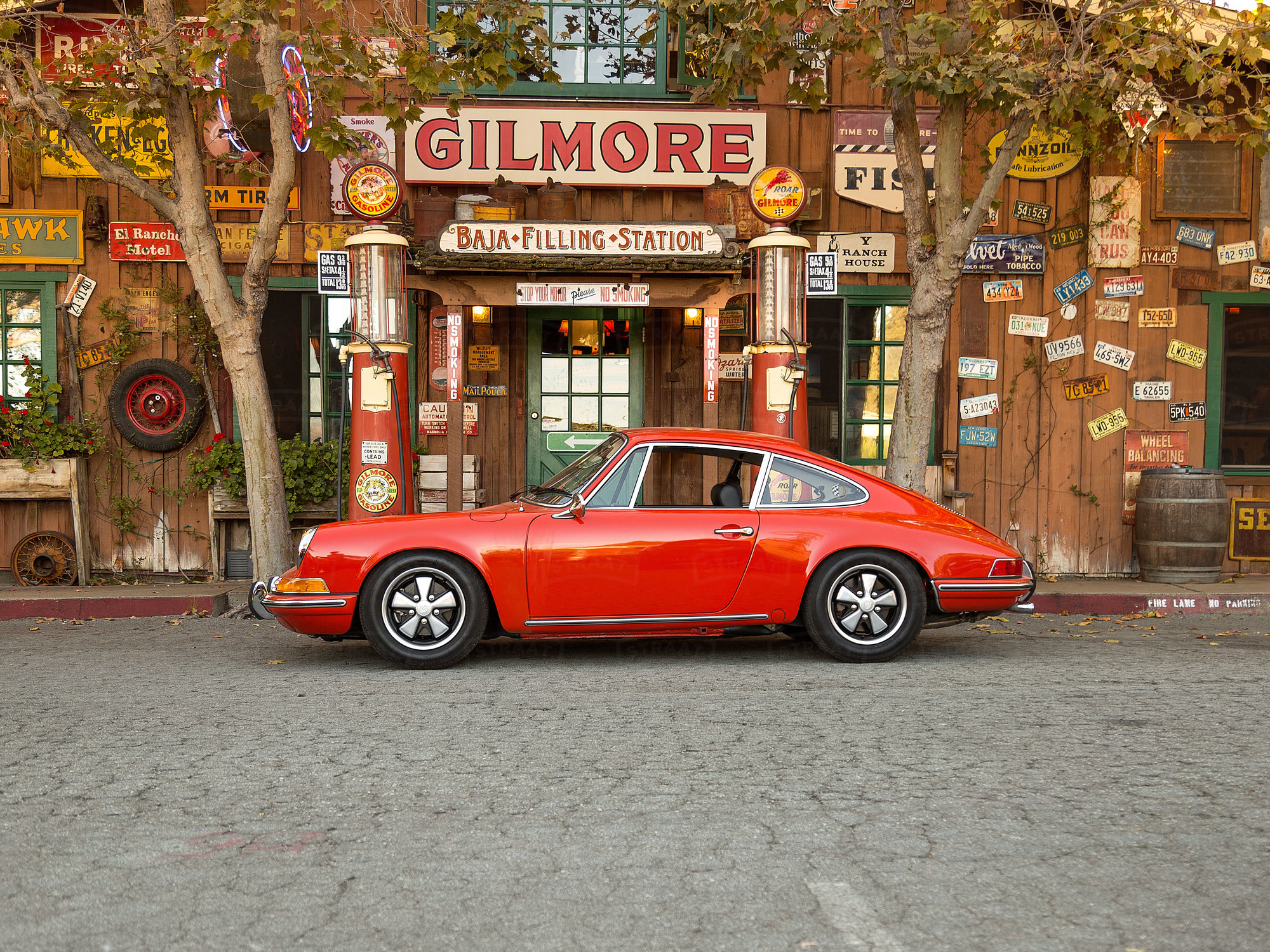 This 1970  911 T was sold at Bonhams Scottsdale in January 2016.